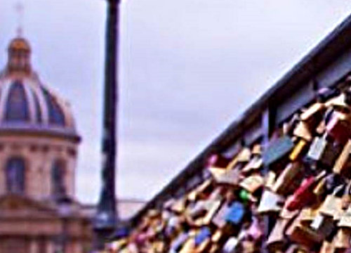 "Paris launches operation against ""love locks"""