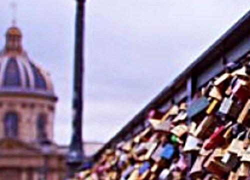 """Paris launches operation against """"love locks"""""""